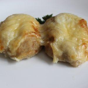 Котлеты рубленные из цыплят запеченные с молочным соусом