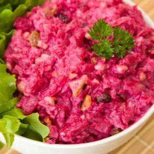 Салат из свеклы с черносливом, орехами и чесноком