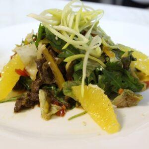 Салат из говядины с имбирным соусом 3