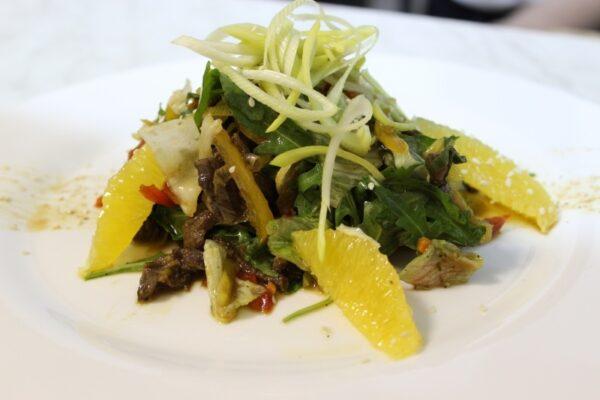 Салат из говядины с имбирным соусом 2