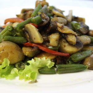 Жареные шампиньоны с овощами 2