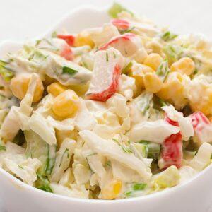 Салат с крабовыми палочками и кукурузой 7